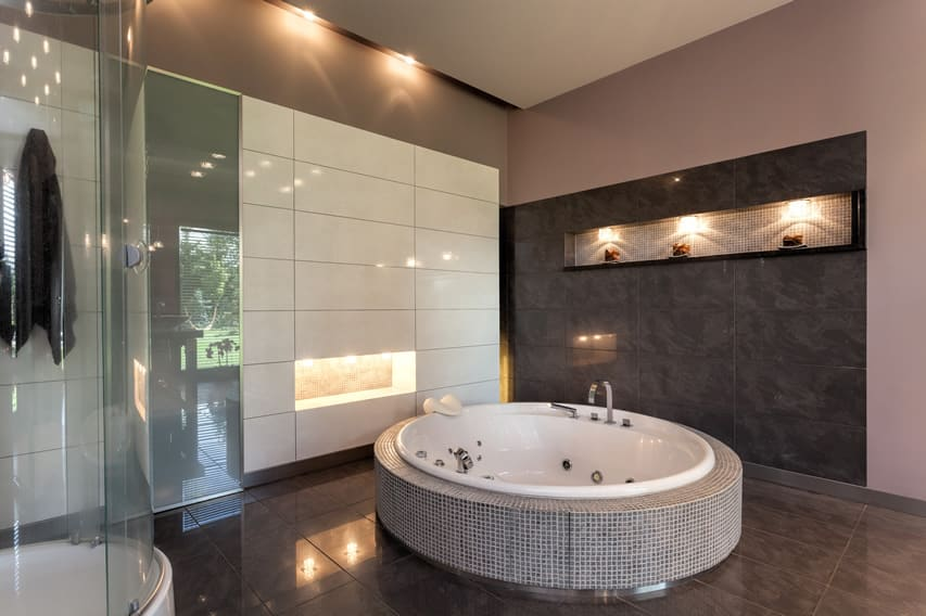 Bathroom design with modern aesthetics with large jetted bathtub