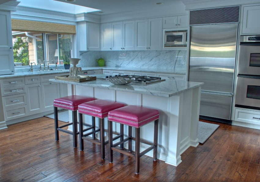 Kitchen with bright pink bar stools