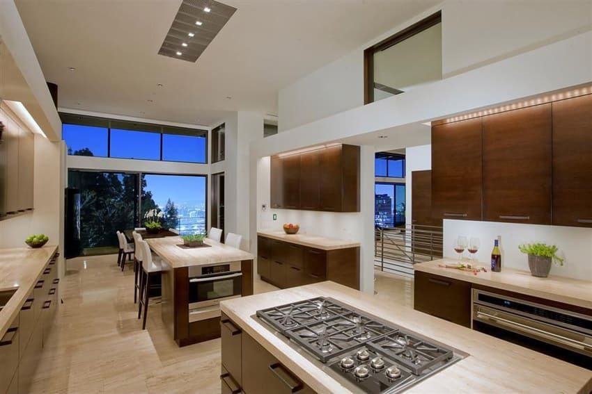 Kitchen with crema marfil classic marble countertops