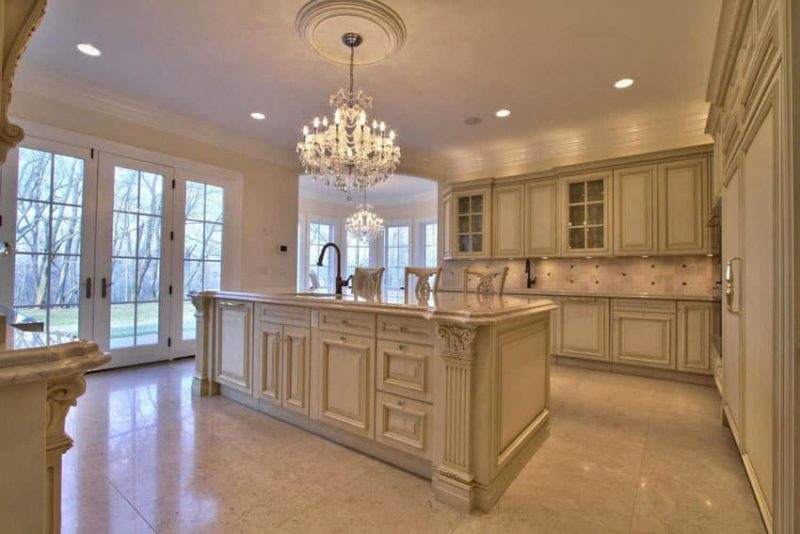 27 Beautiful Cream Kitchen Cabinets (Design Ideas) - Designing Idea