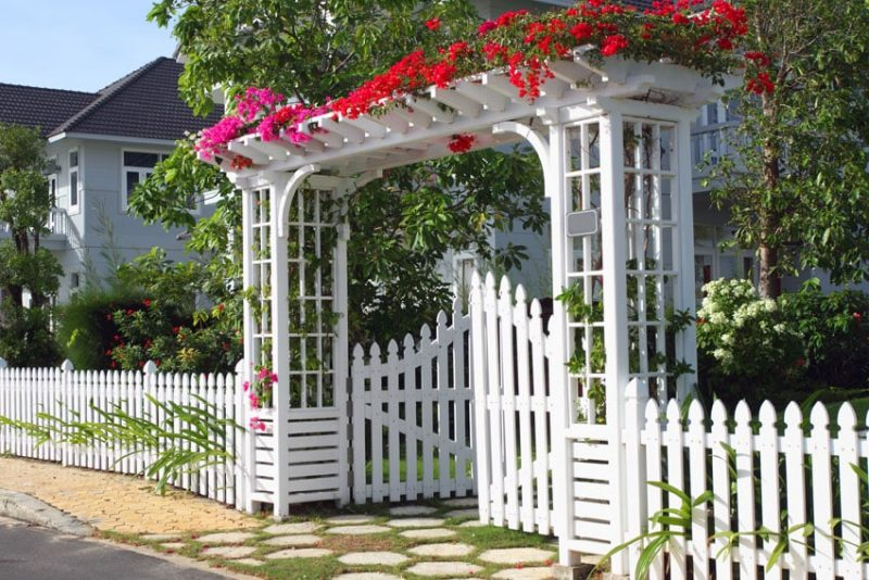 40 best garden fence ideas design pictures designing idea for Small garden gate designs