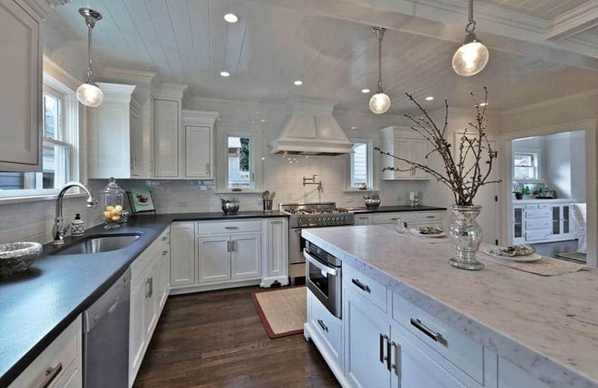 traditional-kitchen-with-london-gray-quartz