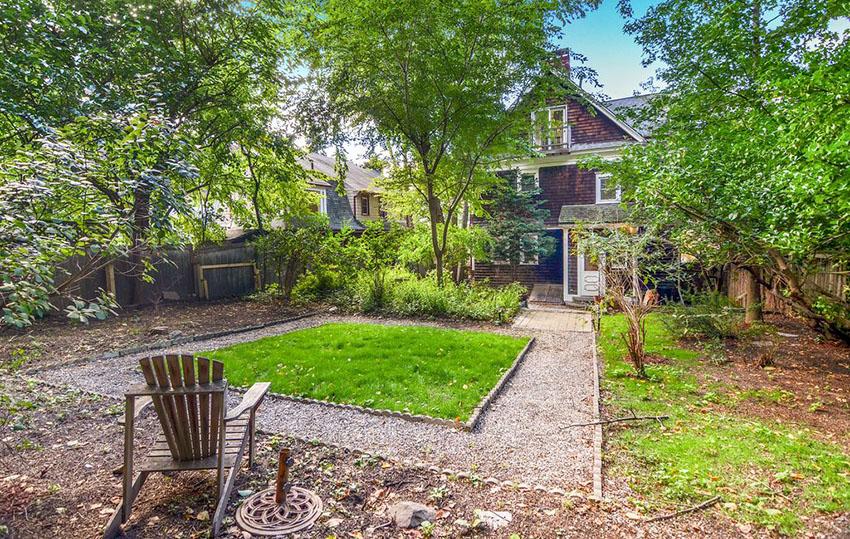 Budget backyard garden path made of pea gravel