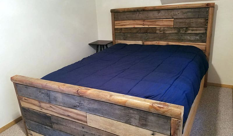 Custom wood pallet bed with different color wood