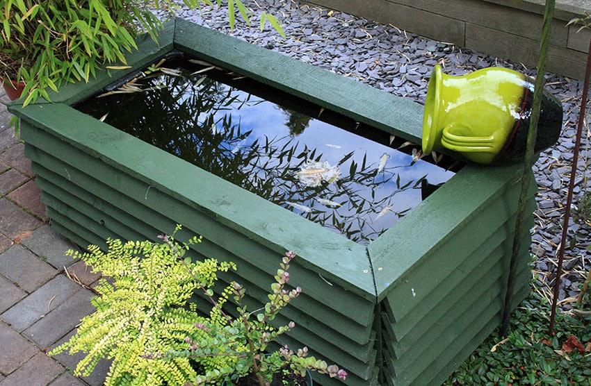 DIY wood pallet water feature