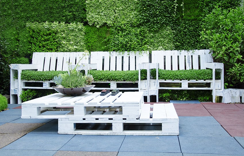 Painted pallet planter chairs