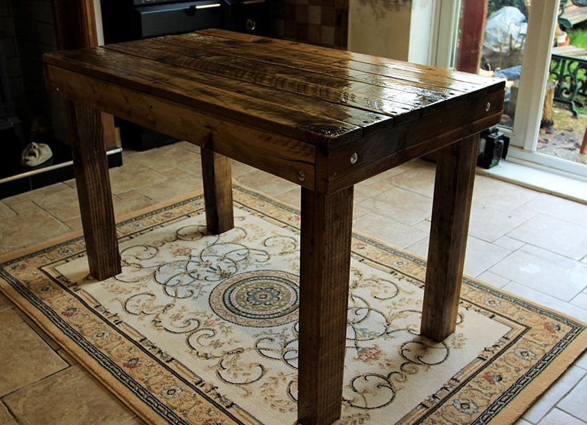 Pallet table with crate wood legs