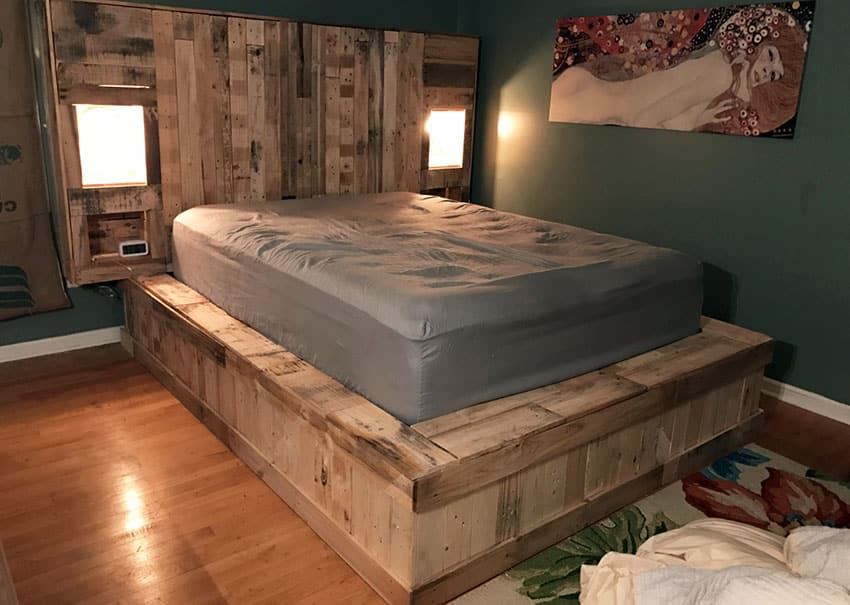 Raised pallet platform bed