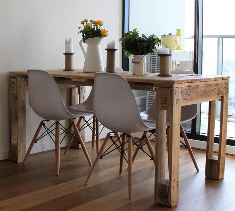 Rustic wood pallet dining table