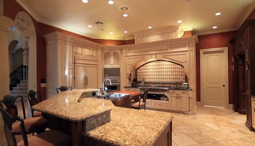 Large chefs kitchen with two tier island