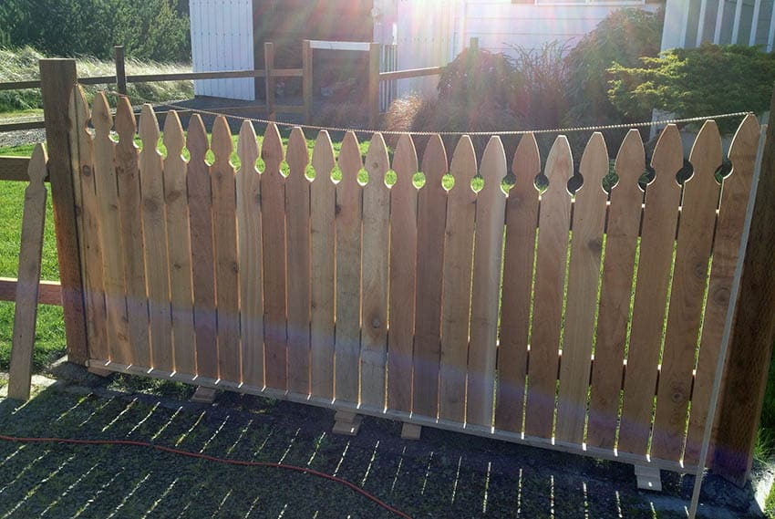 Leveling curved cedar picket fence