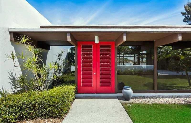 Flat roof house with red door