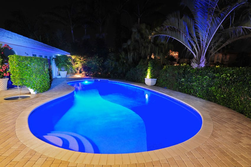 Kidney shaped pool steps to shallow end