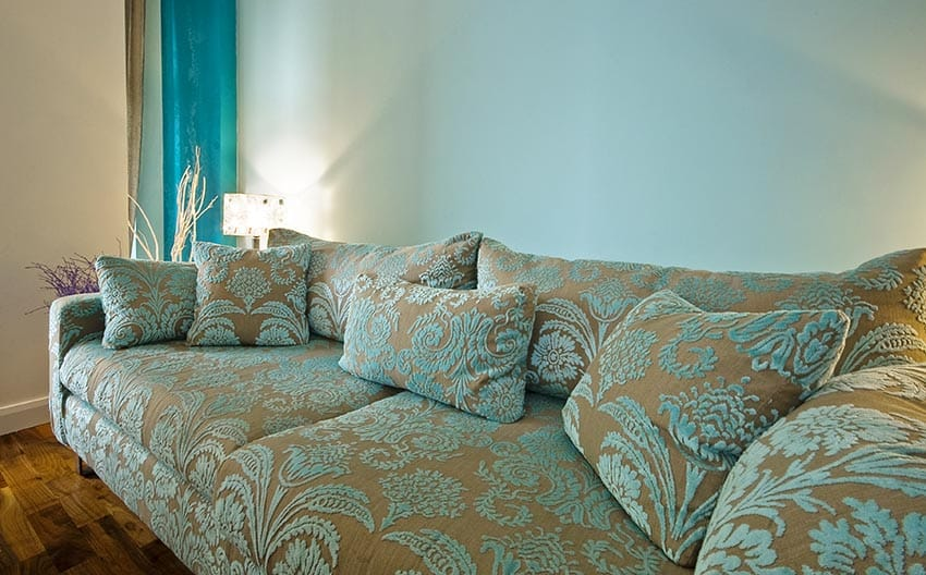 Matching sofa with interior design paint colors