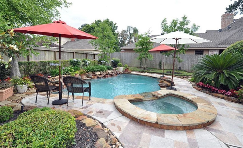 Small kidney pool with hot tub