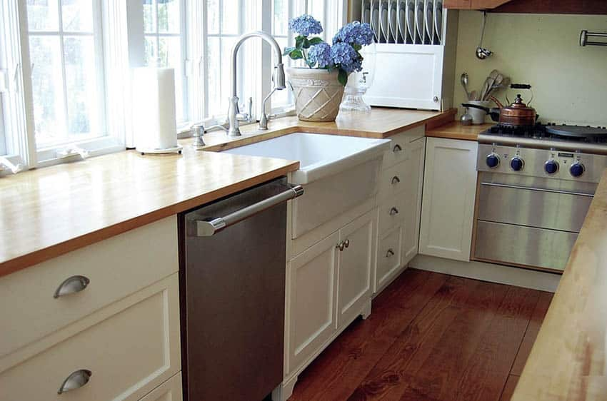Fireclay kitchen sink with reversible design