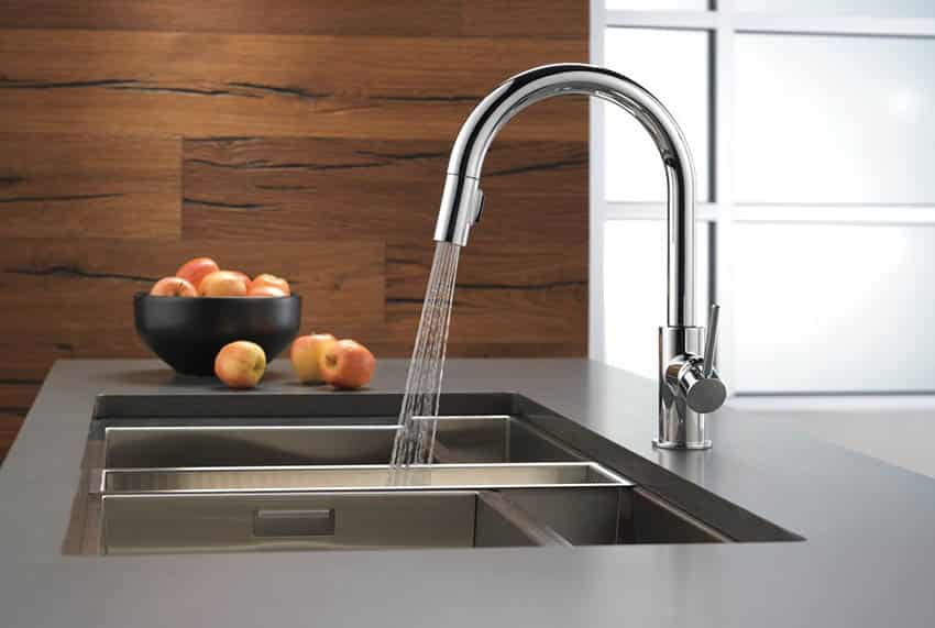 Kitchen faucet with pull down handle