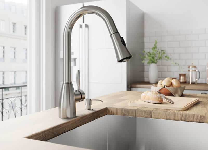 Kitchen faucet with pull down single handle