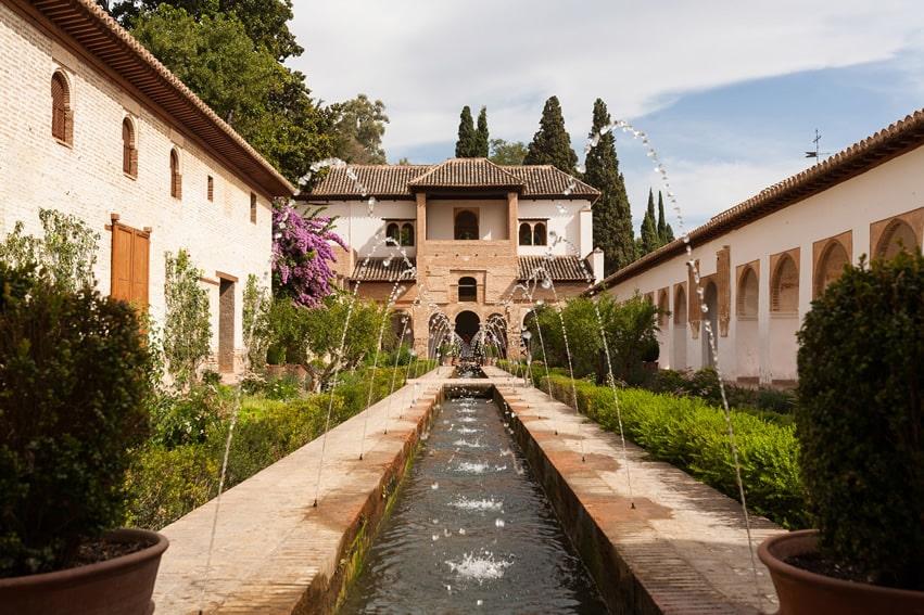 Courtyard water feature fountain in garden