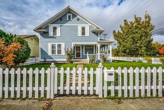 picket fence designs pictures of popular types. Black Bedroom Furniture Sets. Home Design Ideas