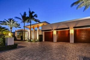 irregular-paver-driveway-at-modern-house