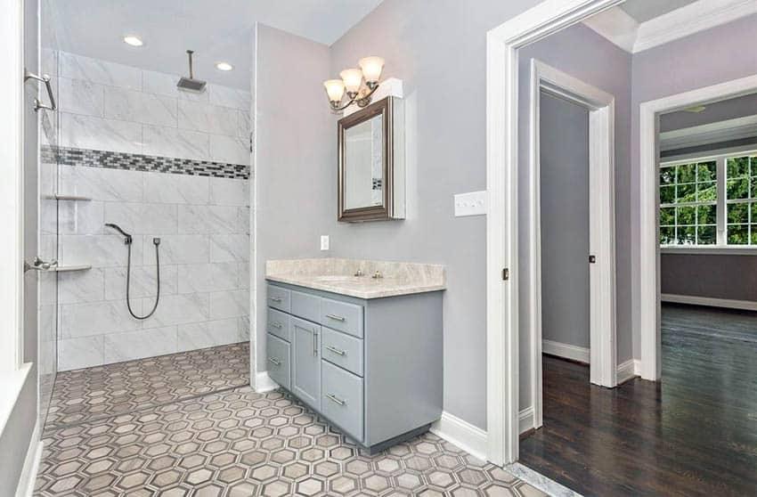 Hexagon pattern tile in bathroom