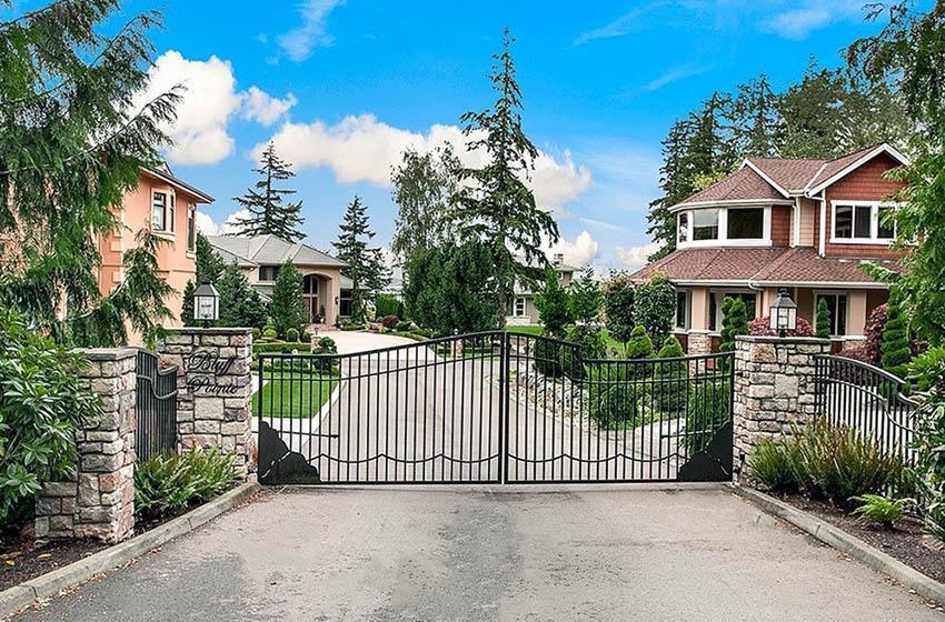 Metal double swing driveway gates