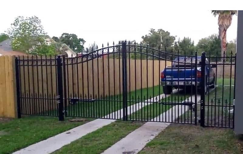 Metal driveway gate kit