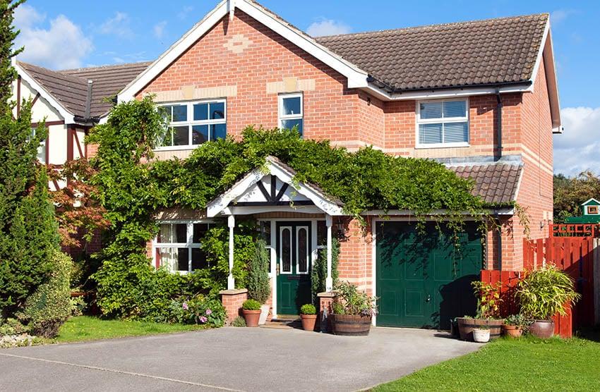 House with single bay garage door