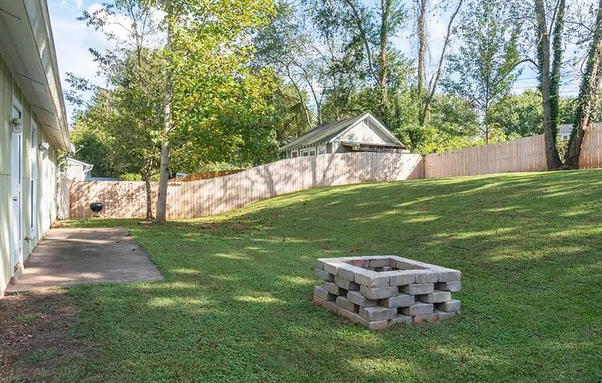 Diy cinder block fire pit in backyard