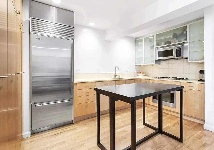 U shaped kitchen with gold limestone countertops