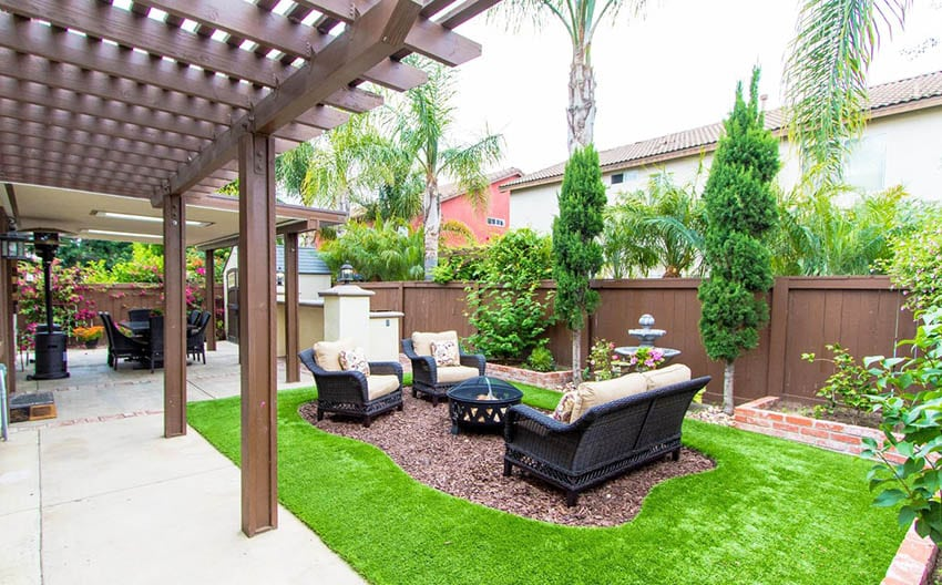 Bark sitting area with artificial grass