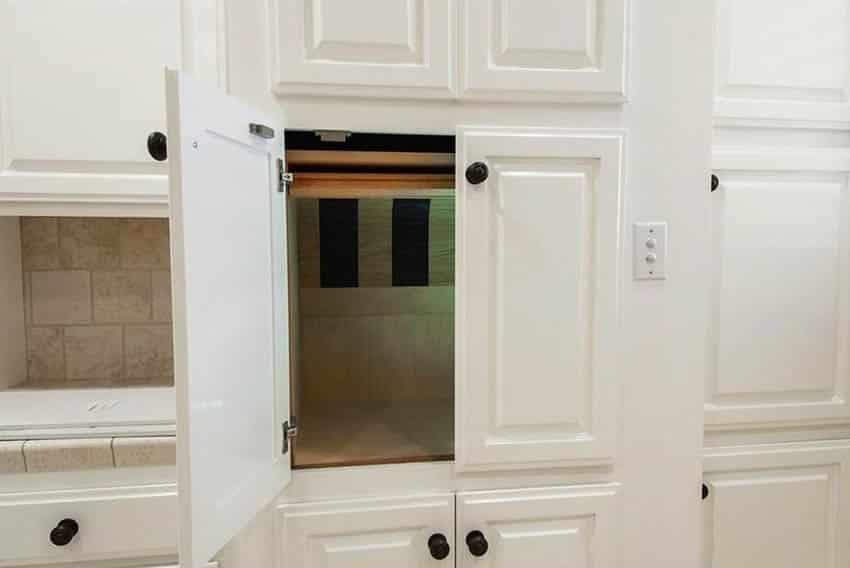 Dumbwaiter elevator in kitchen cabinet