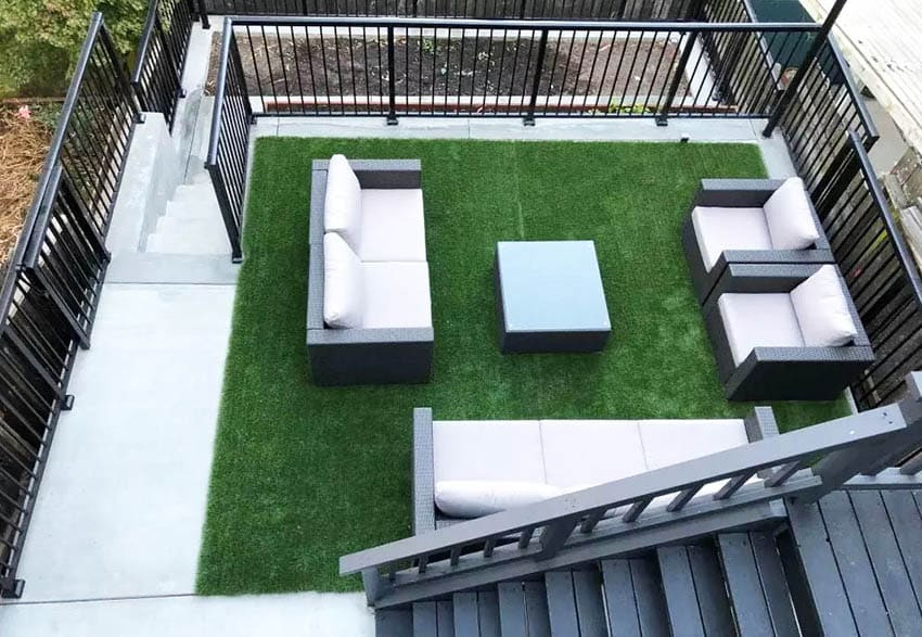 Outdoor sitting area with fake grass patio furniture