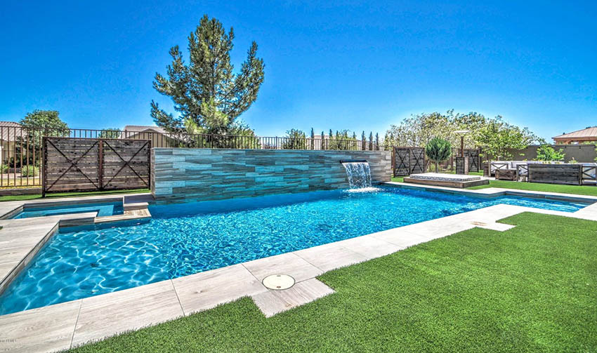 Swimming pool with artificial grass