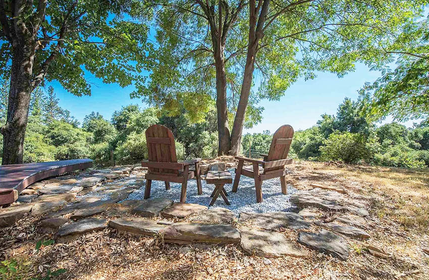 Cheap diy gravel sitting area