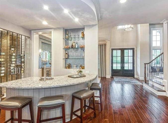 Cam şarap dolabı ile ev bar