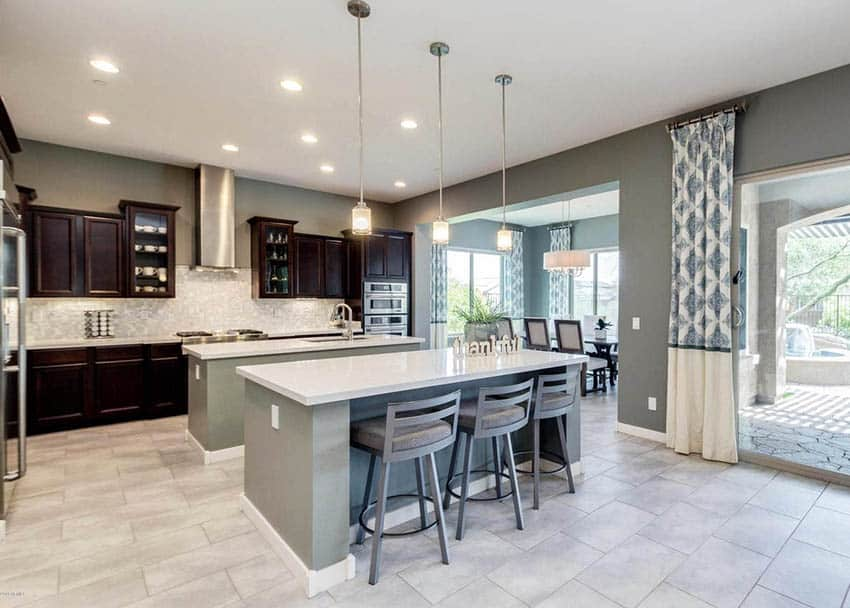 Kitchen with two islands with breakfast bar and central sink