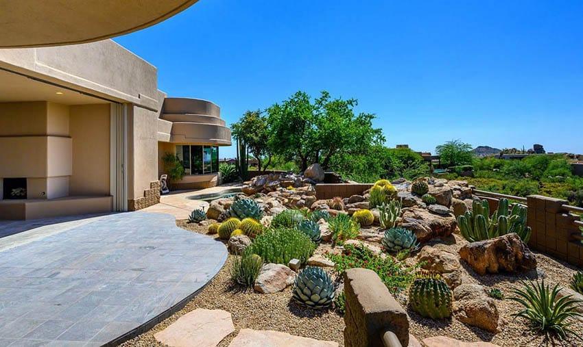 Modern Home Backyard With Gravel Desert Plants Landscaping