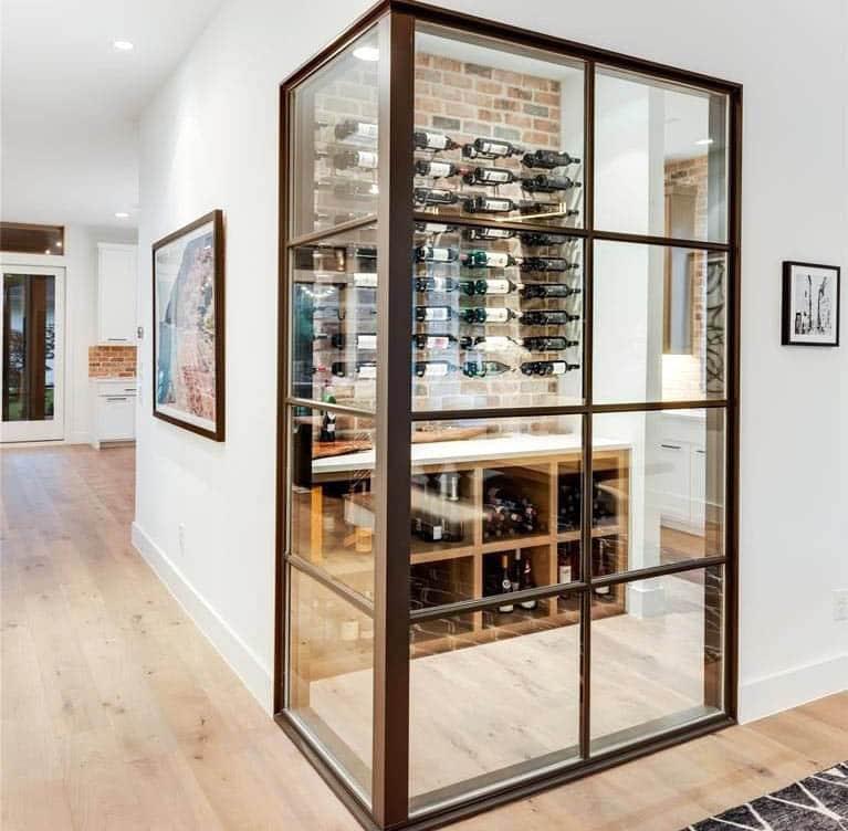 Resimli pencere şarap dolabı