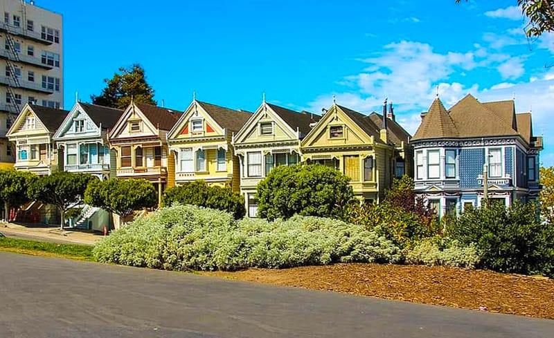 Heldere huizen in Victoriaanse stijl in SF