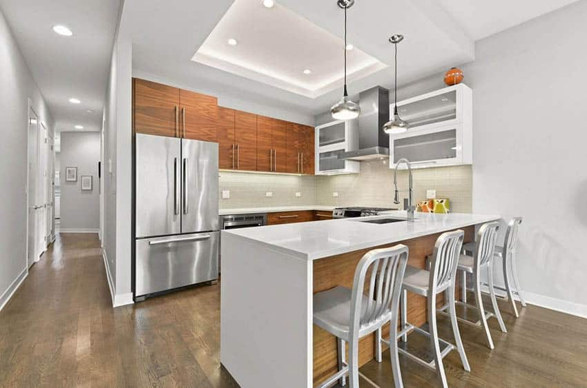 Contemporary kitchen with quartz peninsula