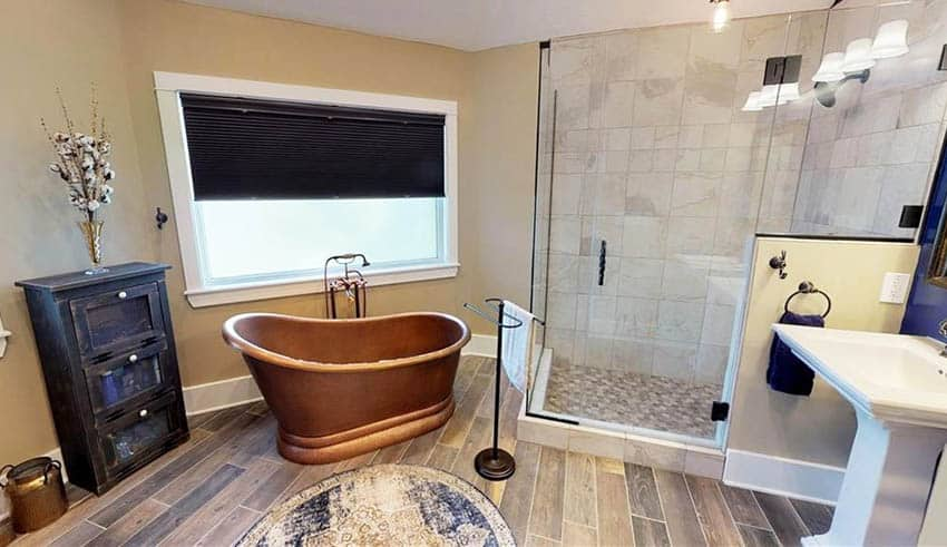 Freestanding slipper copper tub