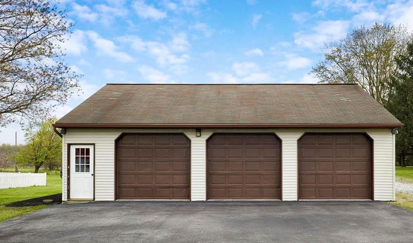 3 car garage with side door entrance