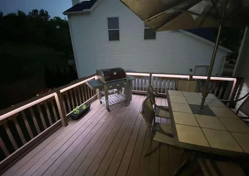 Deck railing lighting