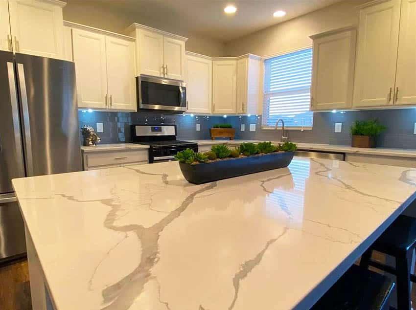 Kitchen with calacatta classic quartz countertops