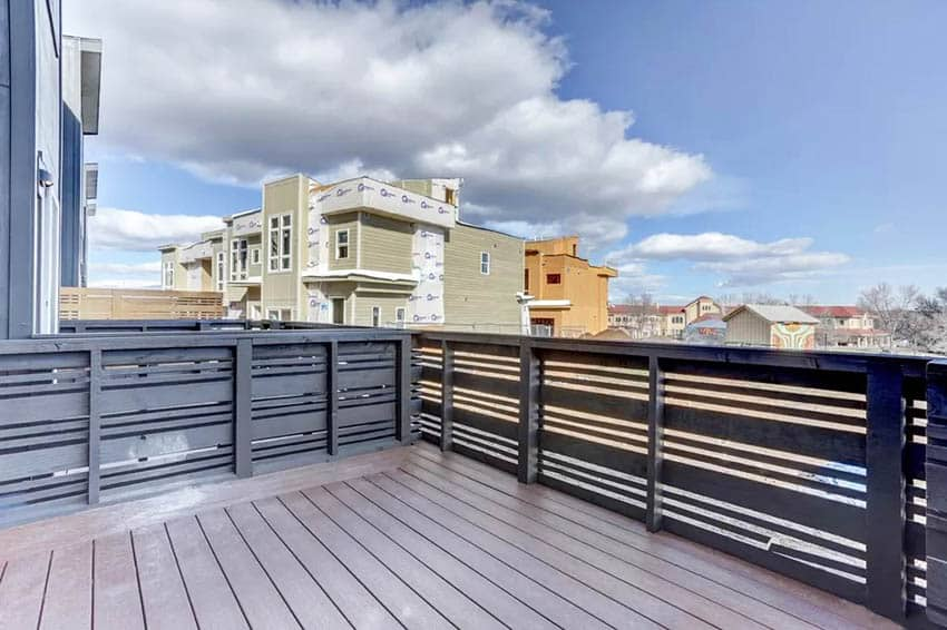 Modern horizontal deck railing