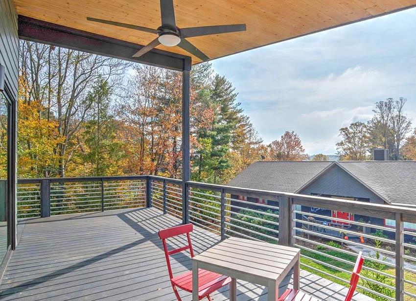 Wood and aluminum deck railing