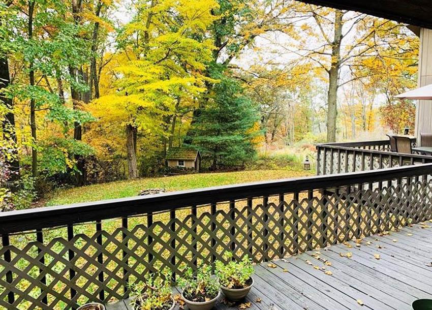 Wood deck railing with lattice