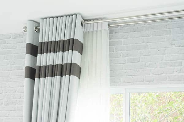 Curtain rod with curtain and liner